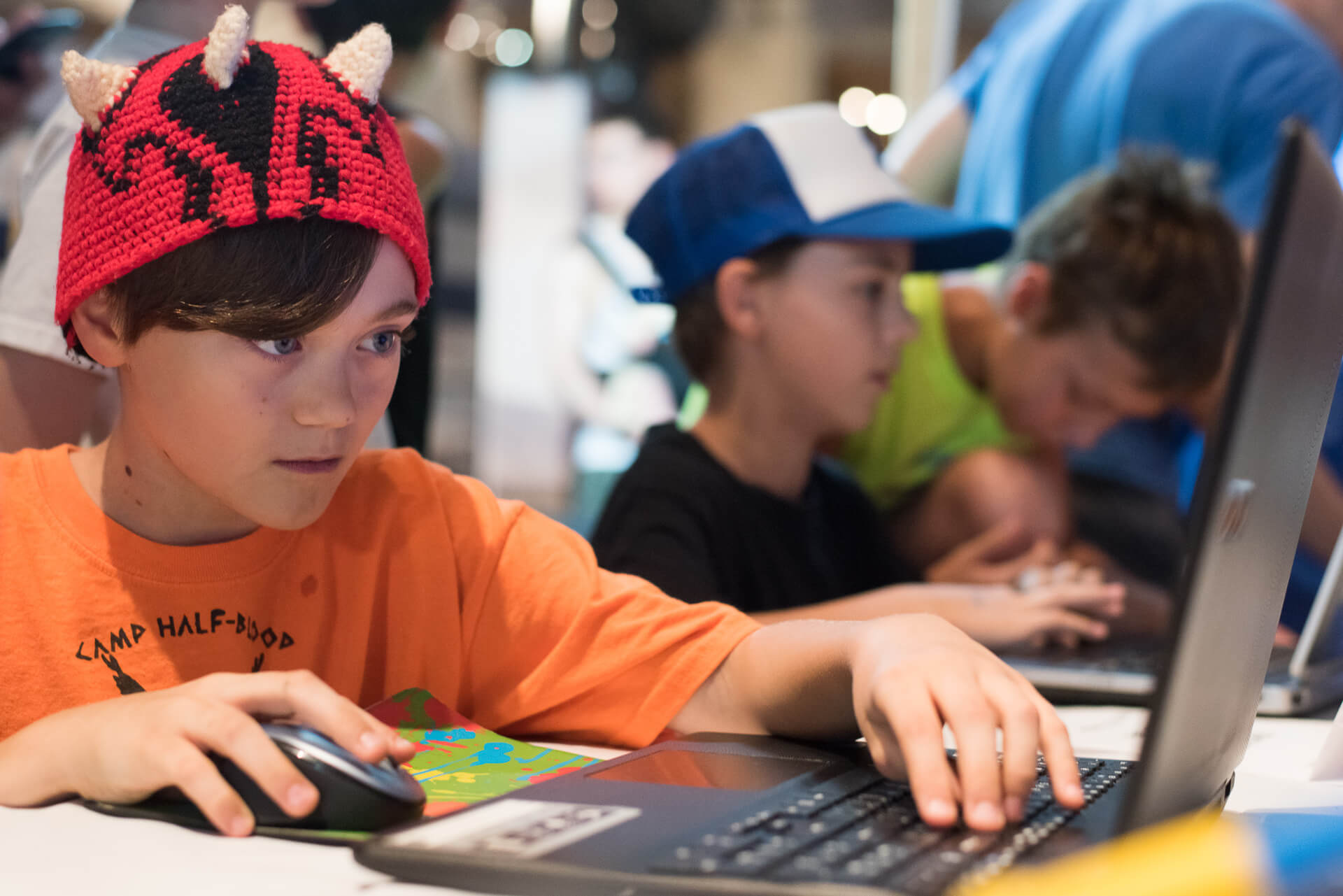 Videogamedesignclasskidstestgamesatmakerfairedetroit Kinvert - Computer game design for kids