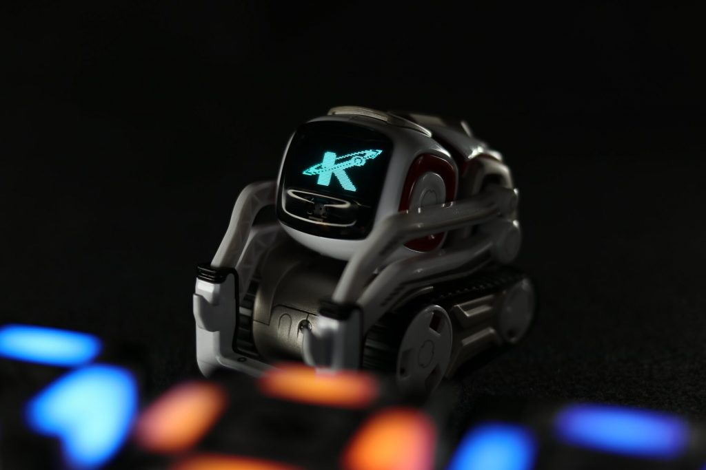 Using the Anki Cozmo SDK to change oled and cube lights using Python